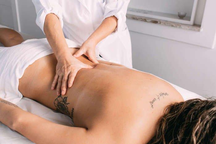 Massagem Ayurvédica na região lombar